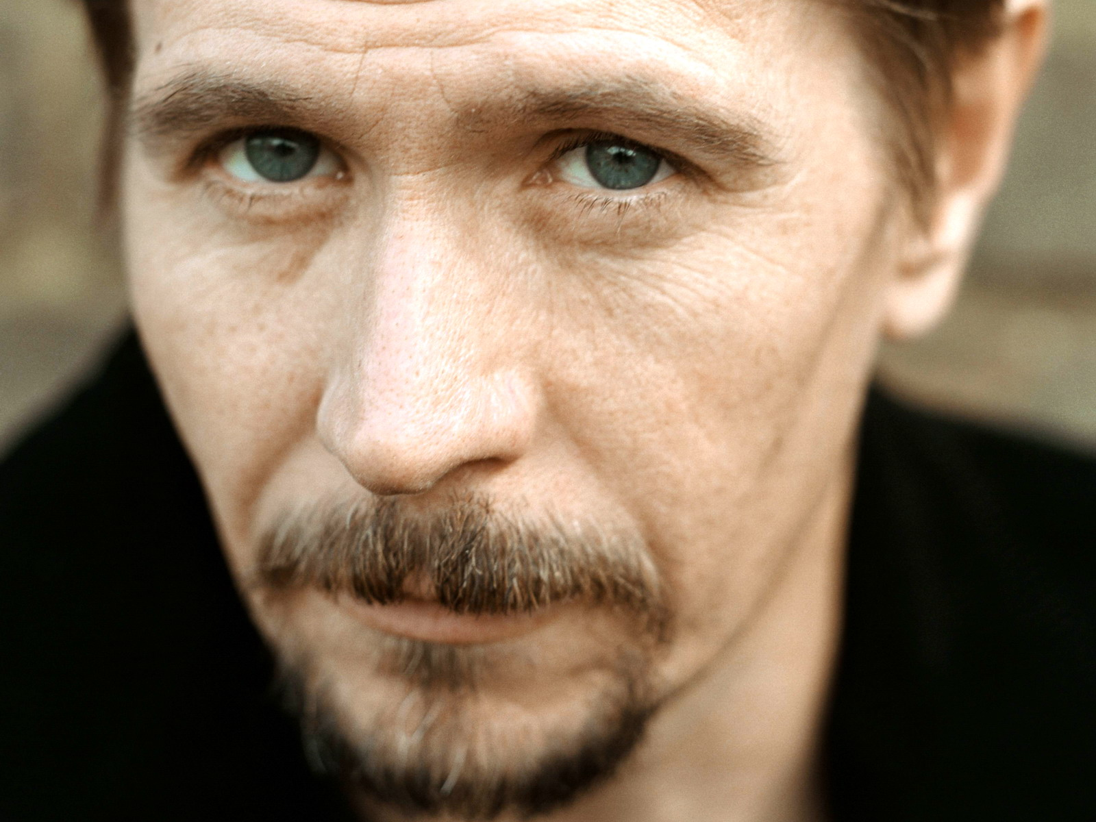 http://alkhallanonymous.files.wordpress.com/2013/11/used-2013-11-08-gary-oldman-alkhall-celebriety-01.jpg